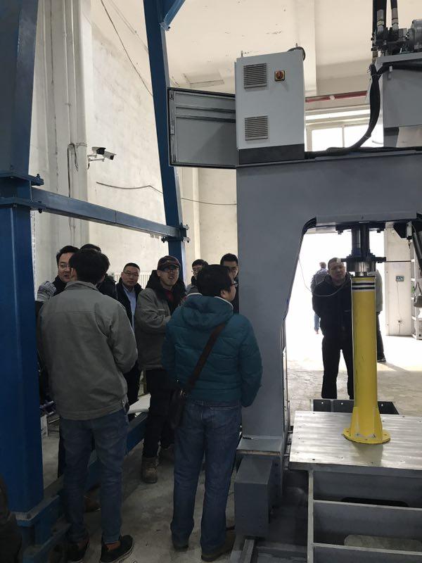 热烈欢迎中建材领导莅临我司工厂参观指导!